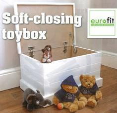 How to build a self-closing toy bo