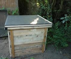 Make a pallet wood compost bin