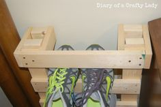 Pallet Style Shoe Rack {Tutorial}