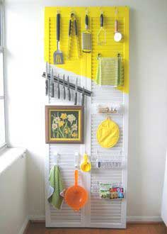 How to organize a kitchen (with a shutter door!